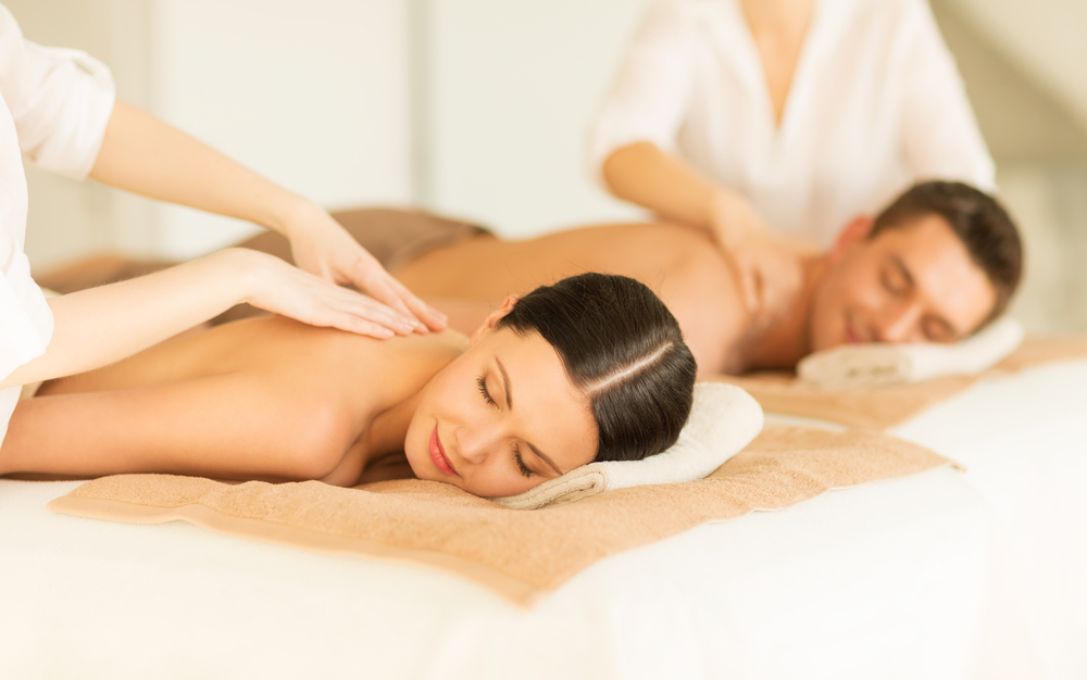 couples massage relax enjoy spa therapy